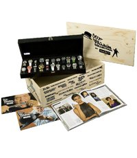 BONDPACK4 Box With Leather Suitcase With 22 Villain Watches